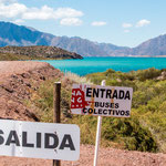 ...typisch südamerikanisch:  ist dies jetzt eine Einfahrt? oder eine Ausfahrt?...