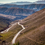 ...nach dem Pass (4164m) geht es in endlosen Serpentinien nach unten...