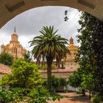 ...Blick vom Kloster auf die Kahtedrale...