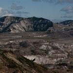 alles dicke Vulkanasche und Reste des abgebrochenen Berges