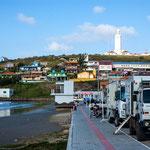 ...wir hatten Glück und bekamen einen tollen Standplatz - im Hintergrund der mächtige Leuchtturm...