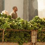 Grundnahrungsmittel sind oft Mangelware - aber heute wird eben Bananen gegessen