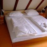 Doppelschlafzimmer OG mit Zugang zum Balkon und Seeblick
