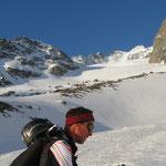 Dann im mittleren Teil, am Beginn des Gletschers wo sich nun auch die angepeilte Nord-Ost Rinne ein wenig zeigte