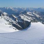Ein Blick zurück, tolles Panorama, links die Livriohütte (Seilbahn-Bergstation) vom Sommerskigebiet am Stilfser Joch