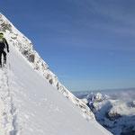 Die ersten Höhenmeter vom Gipfelhang mit den Skiern