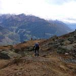 nun noch wenige Meter runter zum Gipfelkreuz des Glurnser Köpfel