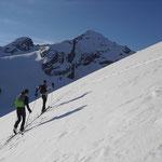 Ein Blick zur letzten Tour – links Madatsch– und rechts Tuckettspitze
