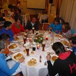 Gemeinsames Abendessen aller Patrouillen war angesagt