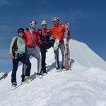 """Kurz darauf wurden wir von zwei """"Junge"""" Österreicher begrüßt, welche wir von der Skitourwettkampf Szene kenen - Bergheil erneut"""