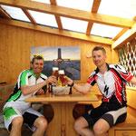 Bergtol – geniales Bild im Hintergrund in Franzens Laube…