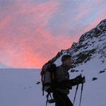 Der Aufstieg im Dunkeln, dann im Morgengrauen, hier auf der Höhe der Martellerhütte