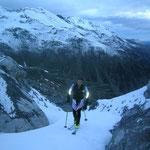 Die ersten Meter auf Ski, nach ca. 200 hm Tragepasagge, wegen Schneemangels