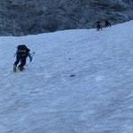 jedoch einige Tiefenmeter weiter, war ein Abstieg ohne Pickel und Steigeisen nicht mehr zu verantworten
