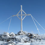am Gipfel angekommen, bot das Kreuz und das Wetter einige tolle Impressionen
