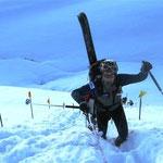 """Im zweiten Anstieg, die erste Tragpasagge (Portage) neben der """"Kuansentschatter"""" vorbei..."""