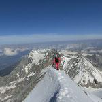 die letzten Meter über den Grat zum Gipfel