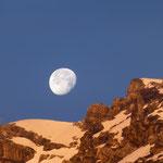 Der Mond beleuchtet die Geisterspitze