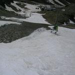 den nun schmilzt uns sichtlich der Schnee unter den Skiern davon