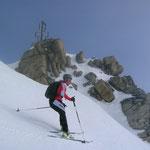 die Ski konnten direkt am Gipfel angeschnallt und die Abfahrt begonnen werden