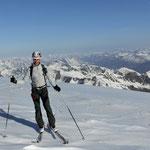 Kurz vor dem Gipfel, im Hintergrund das tolle Gebirge