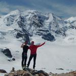 Der letzte Aufstieg ist geschafft, im Hintergrund, links die Aufstiegsroute, der Vorgipfel und hinterm Franz der Hauptgipfel