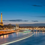 von Getfunky Paris (Flickr) [CC BY 2.0], via Wikimedia Commons | http://commons.wikimedia.org/wiki/File%3AEiffel_Tower_and_Pont_Alexandre_III_at_night.jpg