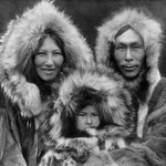 Edward Curtis [Public domain], via Wikimedia Commons | http://commons.wikimedia.org/wiki/File%3AInupiat_Family_from_Noatak%2C_Alaska%2C_1929%2C_Edward_S._Curtis_(restored).jpg