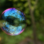 von Brocken Inaglory. The image was edited by user:Alvesgaspar (Eigenes Werk) [CC-BY-SA-3.0], via Wikimedia Commons | http://commons.wikimedia.org/wiki/File%3AReflection_in_a_soap_bubble_edit.jpg