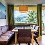 Wohnküche mit Balkon und Traumaussicht