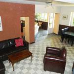 Salon Chambres d'hôte vu de l'escalier menant exclusivement aux chambres