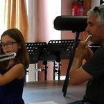 Une flûte courbée pour les petits bras