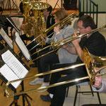 De l'autre côté trombones et tubas