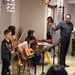Le coordinateur de l'EMIM présente le groupe guitares, flûte, trombone