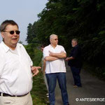 Am Weinlehrpfad in Metzingen, Peter erklärt...