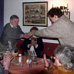 Peter dankt dem neuen Ehrmitglied Karl Kraus