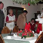 Nikolaus mit den Wirtsleuten