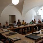 Die Versammlung wählt Larissa Ullmann per Akklamation in den Vorstand
