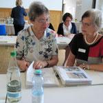 Anna Stiefel und Marianne Kalt im Gespräch