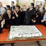 Momento conviviale con il taglio della torta per il 25° anniversario nascita coro