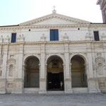 USCI per il Polirone - Ingresso della Basilica di Santa Barbara a Mnatova