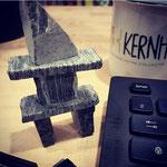 Cairn de KERNH inuït (ou Inukshuk) qui a trouvé place sur mon bureau. Merci à Cayley !!
