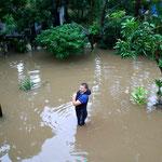 2008 – Hochwasser in Hanoi – warten und die Zeit vertreiben – 14 Tage ohne Strom, Klo und Wasser aus Leitung