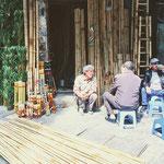 Wie ändern wir die Welt? Eine Gesprächsrunde in der Bambus-Straße der Hanoier Altstadt.
