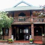 2009 – Blick ins das Haupthaus der Lodge