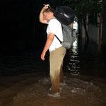 2008 – Hochwasser in Hanoi – mit Gepäck auf dem Weg nach Hause
