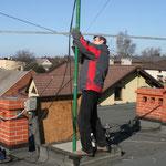 Janusz SP9UOP montuje anteny na 144Mhz.