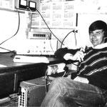Stanisław SP9TPB przy klubowej radiostacji,rok 1991.