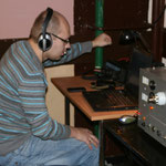 Adam SQ9JKS przy radiostacji.
