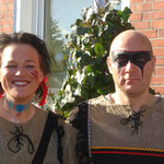 Indianer & Sqauw geschminkt von den Facepainters für die Pappnasenparty in der Kulisse in Emden oder Sqauw & Indian men